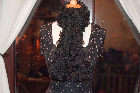 Handknitted Ruffles Scarf in Black