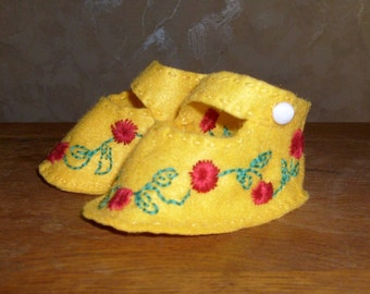 Baby yellow felt embroidered (handmade)