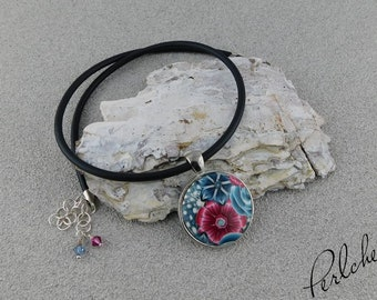 Chain pendant with flowered cabochon made of polymer clay