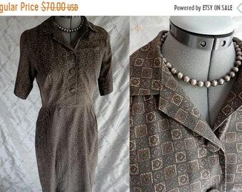 "ON SALE 50s 60s Dress //  Vintage 50s 60s Brown Cotton Print Dress Size M 28"" waist button up front side zipper  day dress"