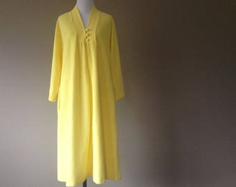 S / Vassarette House Coat / Duster / Robe / Lemon Yellow / Vintage Lingerie / Small