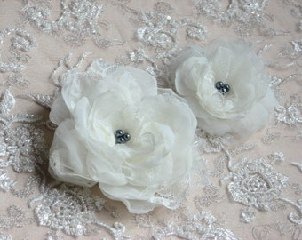 Set of 2 ivory hair flowers Ivory hair clips Ivory hair flowers Bridal hair flowers Ivory headpiece Bridal flower clip 2 Ivory hair flower