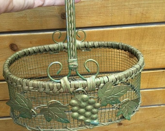 Spring Vintage Wire Basket With Grape  Embellishment / Chicken Wire Basket With Tin Grape Decorations/ Wire Fruit Basket