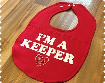 I'm A Keeper Baby Bib, Baby Girl Cute Baby Bib, Recycled T-Shirt Baby Bib, Baby Girl Gift, Cute Bib, Baby Fashion, Cute Saying