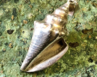 Beautiful Sculpted Sterling Silver Conch Shell Vintage Pendant