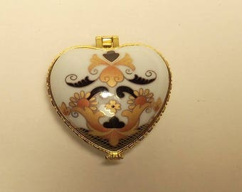 Porcelain Trinket box/jewellery box