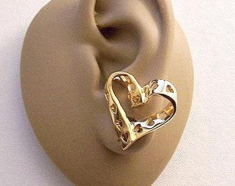 Avon True Hearts Ribbon Clip On Earrings Gold Tone Vintage Fancy Swirl Open Cutouts Wide Band Polished Large Buttons