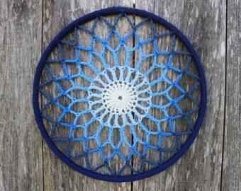Mandala - Wandkunst - blau Ombre häkeln