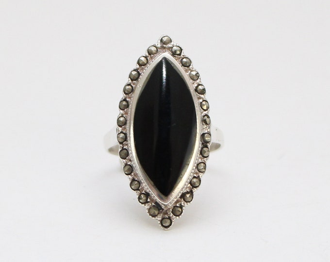 Vintage 1970s Black Marquise Cocktail Ring - Size 9
