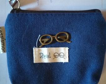 small wallet with little pattern bezel