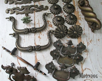 NiNeTeeN PieCe ASSoRTMeNT of ViNTaGe HaRDWaRe CiRCa 1960's