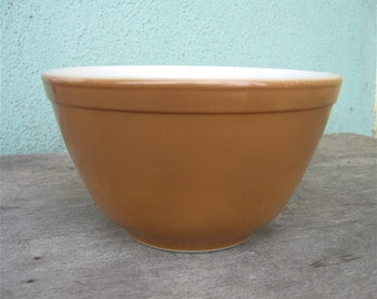 Vintage Pyrex Mixing Bowl 1 1/2 Pint