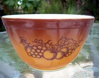 Pyrex Mixing Bowl Old Orchard 750ml.