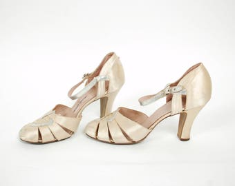 Vintage 1930s Shoes - Gorgeous Art Deco 30s Ivory and Silver Wedding Shoes High Heels Size 6 1/2