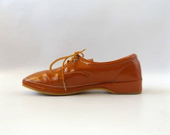 terracotta 60s oxford shoes size 8 - vintage brown orange lace up waterproof casual ladies shoes - hipster minimal loafers - 1960s hippie