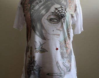 Lady T: T-shirt embroidered by hand