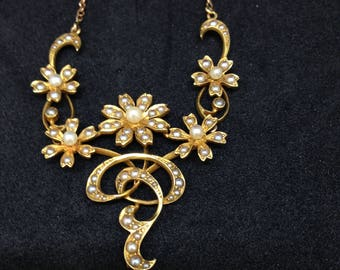 Decorative 15 carat gold and seed pearl Necklace