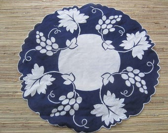 Vintage Hankie/ Navy And White Hankie/Appliqued Hankie/Decorative Hankie/Vintage Linen/Round Hankie/Gift Idea/Vintage Decor/Collectible