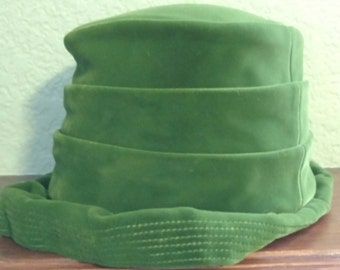 Green Velvet Hat & Box An Original by Dayne from the 50's