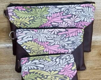 Set of Pouches in 3 sizes.