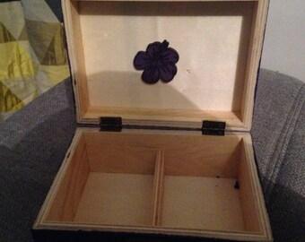Boite a bijoux en bois palmier violet  de 15cm x 11cm sur 7cm de hauteur possibilité de personnalisé la boite sur commande