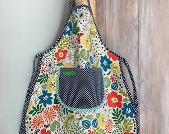 Child apron has flowers