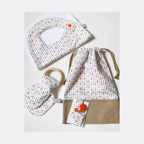 Baby gifts set - Customizable drawstring pouch + baby bib + Teether ring + Pacifier clip - Dots - orange - red - gray - Baby shower