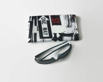 Glasses cases molletonner in black and white fabric