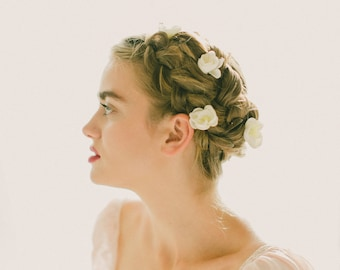 White flower bobby pins, Flower hair clips, Bridal accessory bobbies, White floral pin set, Up-do braid flowers, Bobby pin set - (SET of 6)