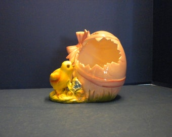 Norcrest Pink Easter Egg with Yellow Chick Peeking in for a Treat Candy Dish or Planter