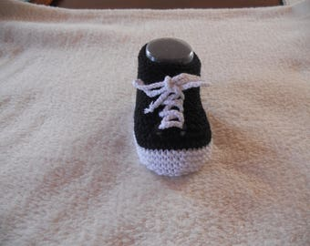 Baby booties in wool bamboo and sole black cotton white.
