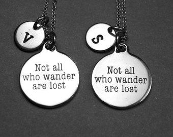 Pas tous ceux qui errent sont perdus collier, cadeau voyageur, diplômée cadeau, bijoux diplômée, voyageur du monde, collier personnalisé, charme initial