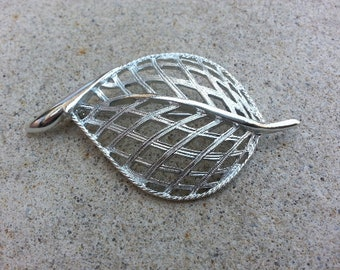 1960s Vintage SARAH COVENTRY Signed Silver Modern Leaf Brooch Leaves Fall Autumn Shawl Jewelry Cake Jewellery Wedding Bride Bridal Designer