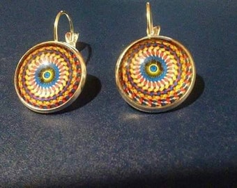 Swirl pattern earring