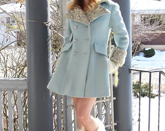 Vintage Designer Coat / Heavy Winter Coat / Baby Blue / Double Breasted / Preppy / Fur Collar / Size Small