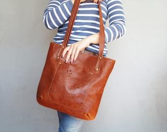 Brown leather tote bag. Whiskey leather shoulder bag. Cognac leather purse. Leather handbag. Hand cut pocket.