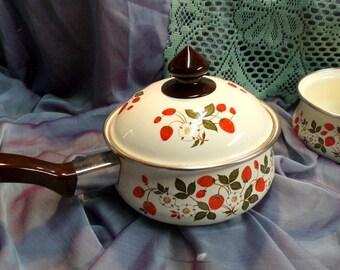 Sheffield Strawberries 'n Cream enamelware saucepans. A 1 quart open saucepan and a 1 & 1/2 quart pan + lid. Retro vintage Strawberry design