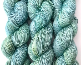 "Hand Dyed Yarn ""Verre de Mer"" Blue Green Aqua Yellow Turquoise Merino Silk Fingering Superwash Singles 438yds 100g"