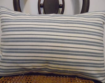 Stripes.Toss Pillow,Throw Pillow.Slipcovers.Pillow Covers.Farmhouse Pillows.Navy.Blue.Natural.County Living,Striped.Nautical pillow cover