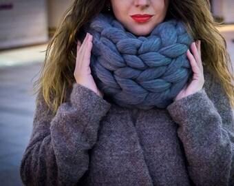 Chunky knit scarf. Merino wool scarf. Infinity scarf. Wool scarf. Chunky scarf. Arm knit scarf. Merino scarf. Chunky yarn scarf.