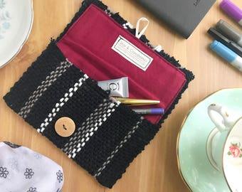 Envelope pouch, black stripes