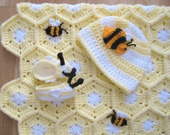 Bee Crochet Baby Set with Yellow Honeycomb Blanket + Bee Beanie + Bee Booties by Fée M1 Créations