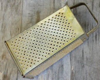 Vintage 40s-50s Box Cheese Grater/Farmhouse Decor/Retro/Shabby chic