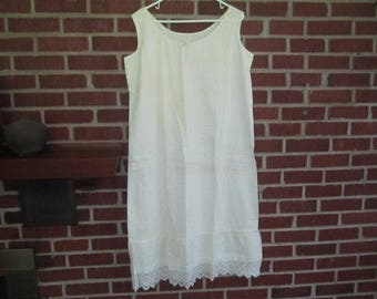 Vintage 1930s White Cotton Summer Nightgown with Crocheted Trim at Hem