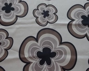 Table runner. Cotton table runner. Vintage fabric. Floral pattern.