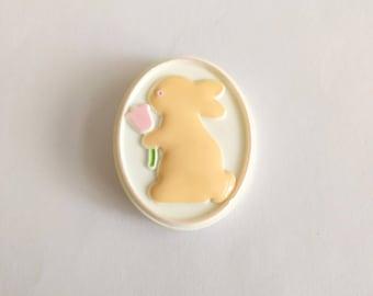 Vintage 80s Hallmark Easter pin bunny rabbit plastic cameo pink tulip flower white brown 1984