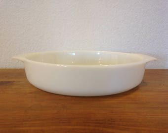 Anchor Hocking Milk Glass Dish 9 in 1.5 QT 429