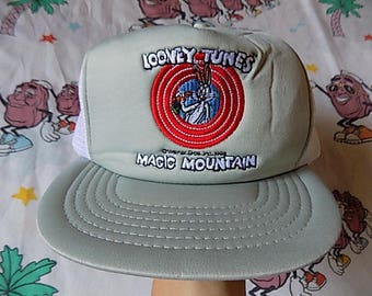 Vintage 80's Looney Tunes Magic Mountain Trucker Hat, Adult Size 1986 Bugs Bunny snapback mesh hat