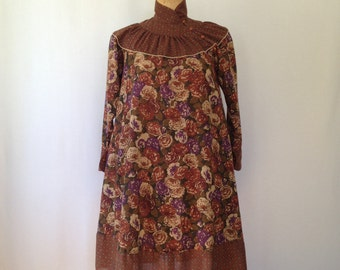 1970s medallion/floral pattern dress by VeeVee