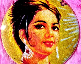 Bollywood - Pocket Mirror - Indian Pinup Girl